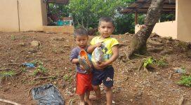 jonge inwoners voor het nieuwe huis en de nieuwe keuken