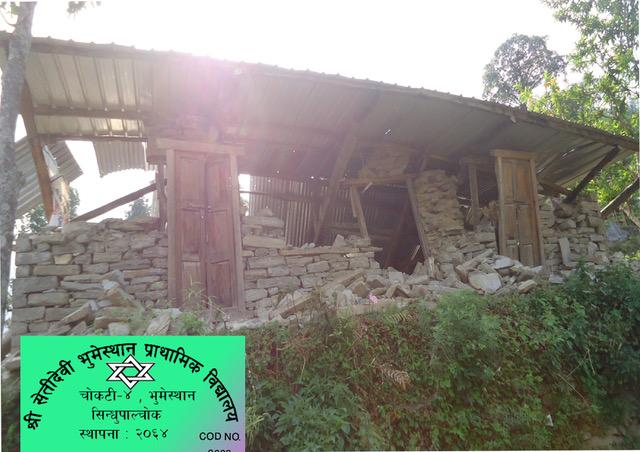 Schooltje vlak na de aardbeving in 2015