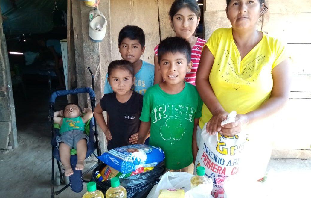een gezin heeft voedsel gekregen
