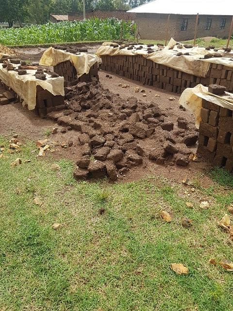 kapotte stenen door zware regenval